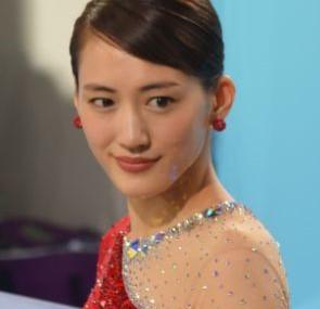 【コカ・コーラCM2018】綾瀬はるか出演の曲名は?スケート姿が話題!(オリンピック応援キャンペーン)